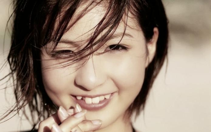 Искривленные зубы у японки